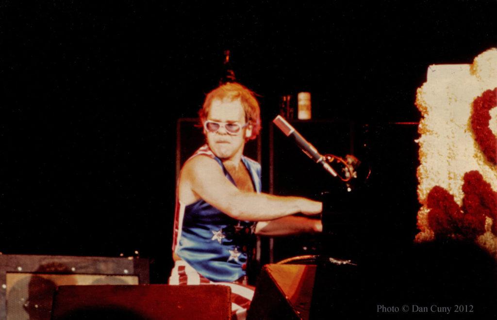 Elton John Oakland Coliseum Arena, Oakland September 9, 1973. Источник - britrockbythebay.blogspot.ru