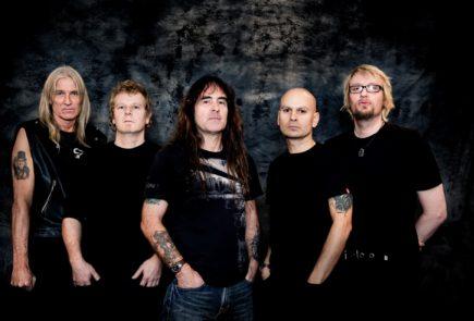 Басист Iron Maiden Steve Harris объясняет, почему для его сольного проекта British Lion так важен выпуск живого альбома.