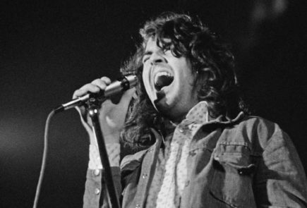 Ian Gillan onstage in March 1973, three months before leaving Deep Purple. (Image: © Fin Costello \/ Getty Images, Source: loudersound.com)