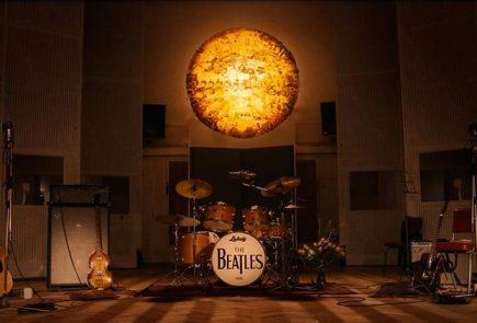 Новинка отThe Beatles— официальный клип наHere Comes The Sun ипереиздание Abbey Road