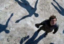 История обложки: Muse – Absolution (2003). Узнайте, как идея Сторма Торгерсона для Muse воплотилась в жизнь в гравийном карьере Эссекса.